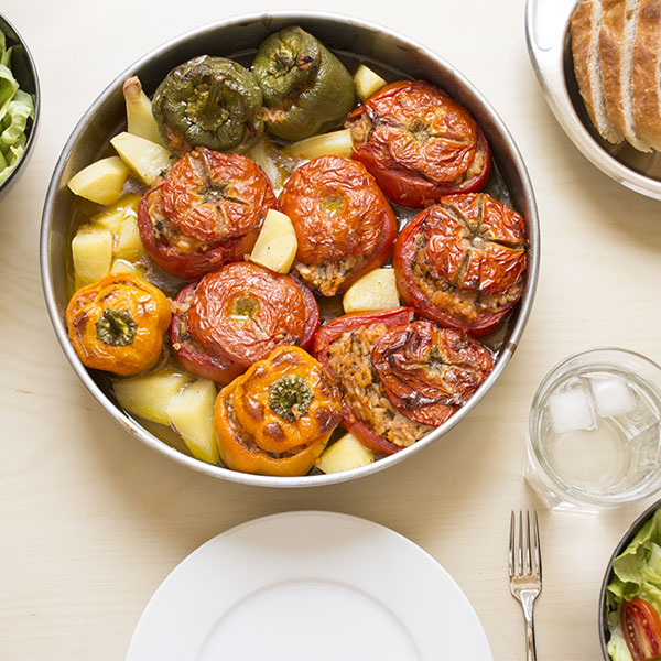 Round casserole with stuffed tomatoes ans peppers.